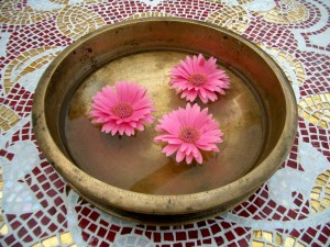 Bronze_bowl_pink_flowers