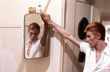 chris_h_post-2_david-bowie-with-mirror